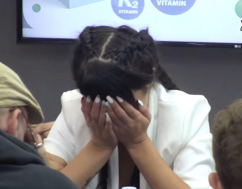 voditelj zadruge počeo da plače